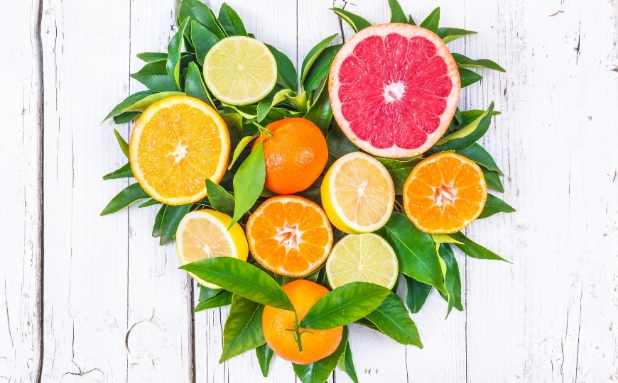 Cuore formato da arance e limoni