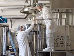 Creazione cosmetici naturali nella fabbrica Arganiae